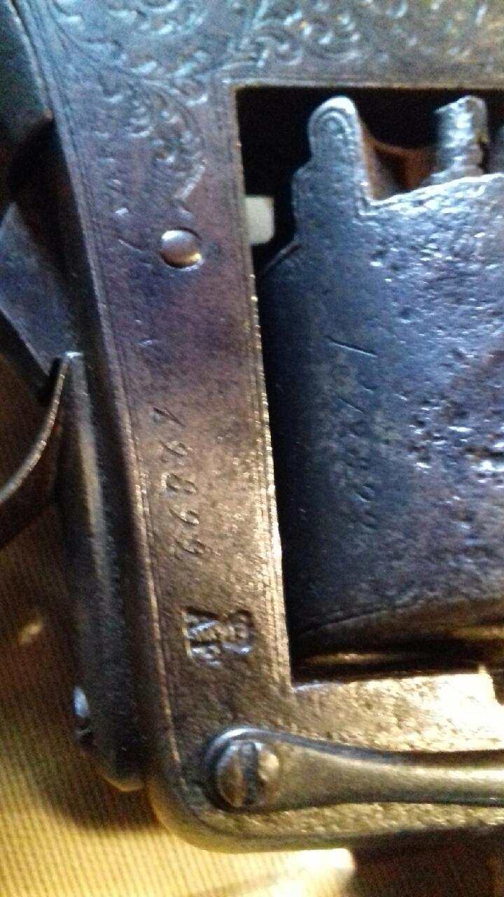 Lot de 4 armes à feu pour identification et estimation Img_2124