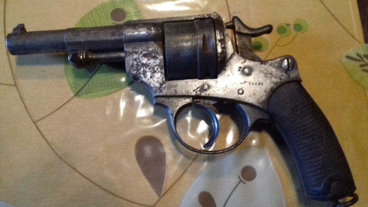 Lot de 4 armes à feu pour identification et estimation Img_2125