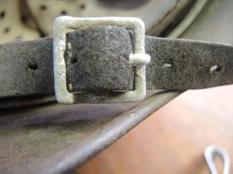 La jugulaire du casque allemand Dscn7015