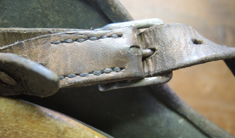 La jugulaire du casque allemand Dscn7016