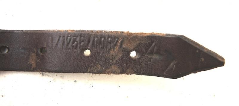 La jugulaire du casque allemand Dscn7021