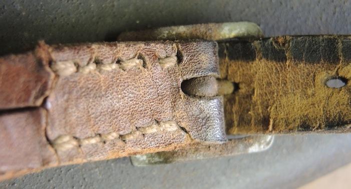 La jugulaire du casque allemand Dscn7024