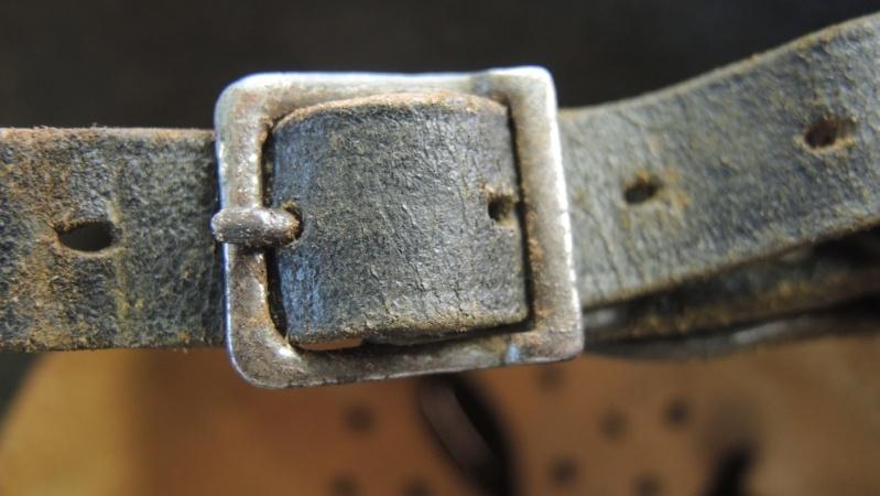La jugulaire du casque allemand Dscn7028