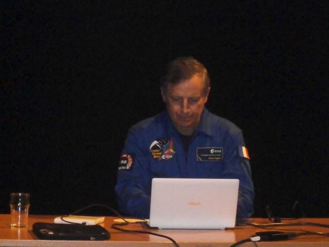 [Conférence] 7 mars 2015 - Aller dans l'espace par l'astronaute Michel Tognini à Montreuil (93) P3070210