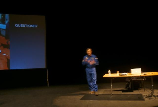 [Conférence] 7 mars 2015 - Aller dans l'espace par l'astronaute Michel Tognini à Montreuil (93) P3070211