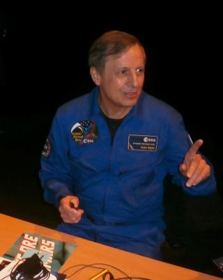[Conférence] 7 mars 2015 - Aller dans l'espace par l'astronaute Michel Tognini à Montreuil (93) P3070212