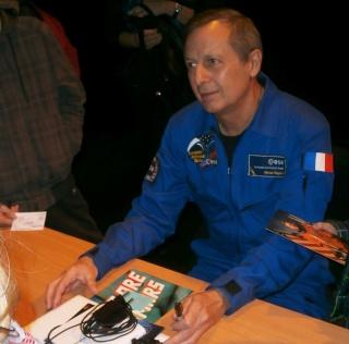 [Conférence] 7 mars 2015 - Aller dans l'espace par l'astronaute Michel Tognini à Montreuil (93) P3070213