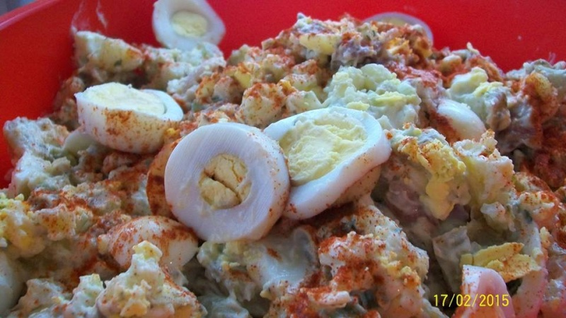 Salade de patates et aux oeufs (*facultatif et bacon) 10994110