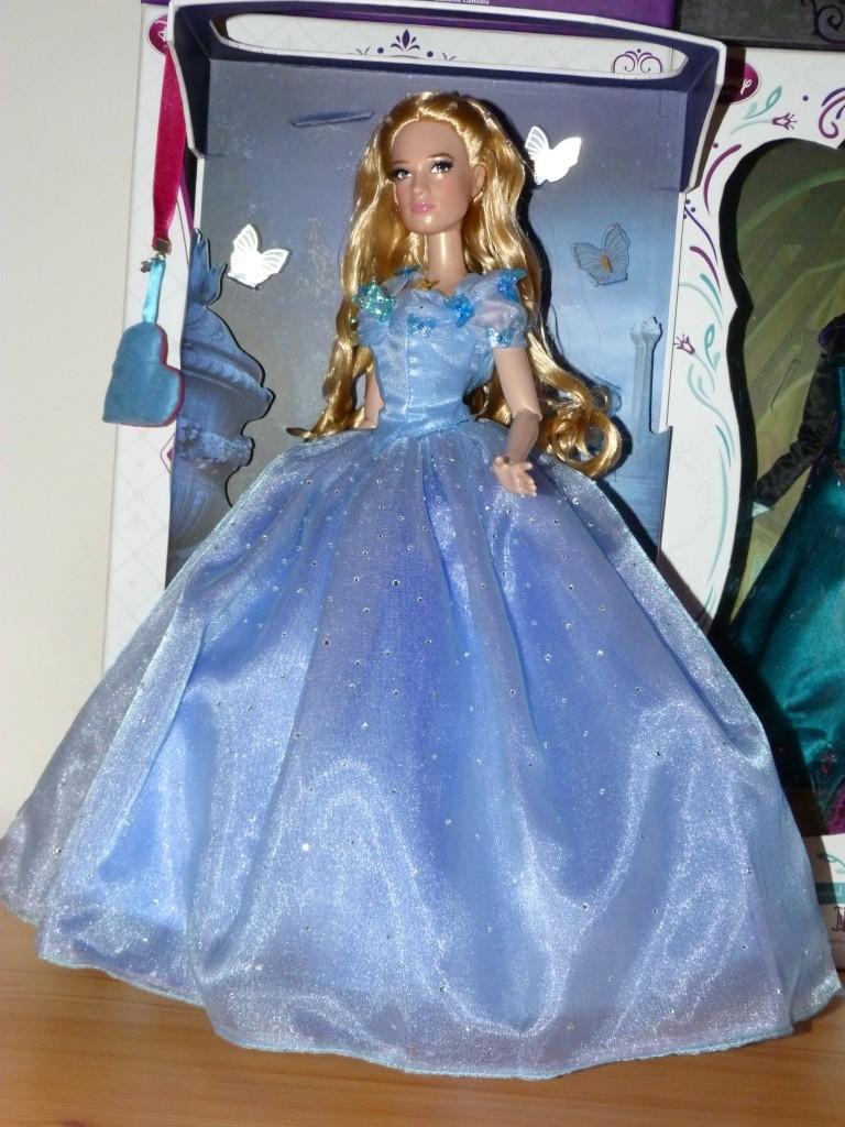 Disney Store Poupées Limited Edition 17'' (depuis 2009) - Page 4 P1360420