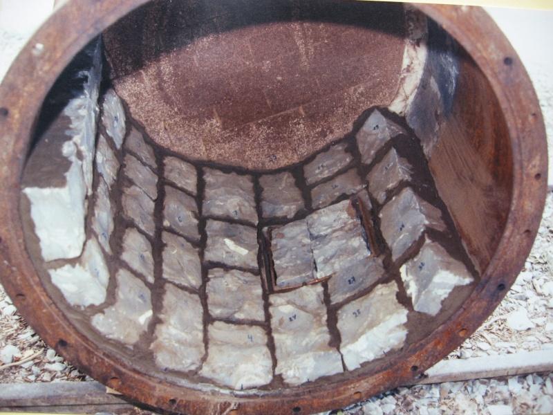 la confection manuelle de pavés pour revêtement interne de broyeurs 00317