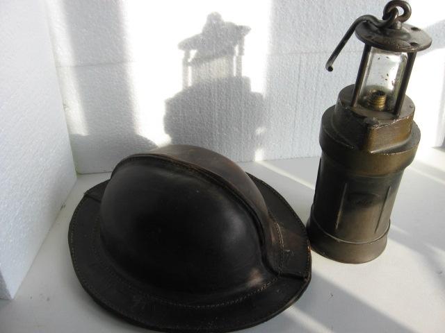 lampes de mineurs,  divers objets de mine, outils de mineur et documents  00511