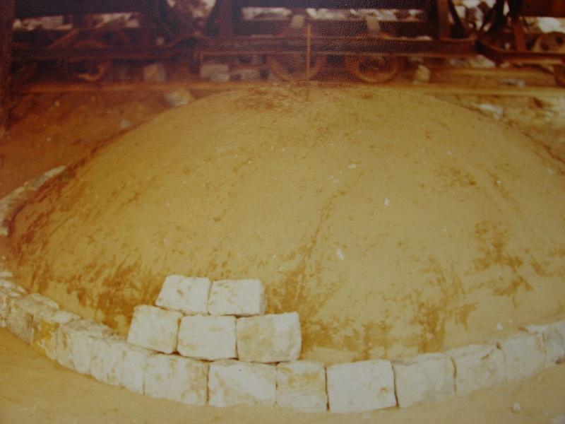 la confection manuelle de pavés pour revêtement interne de broyeurs 01810
