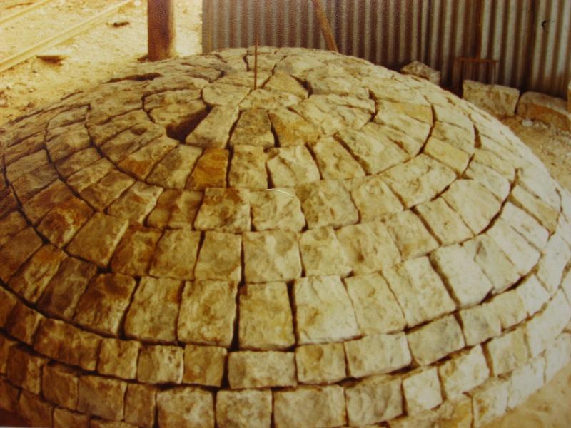la confection manuelle de pavés pour revêtement interne de broyeurs 01911