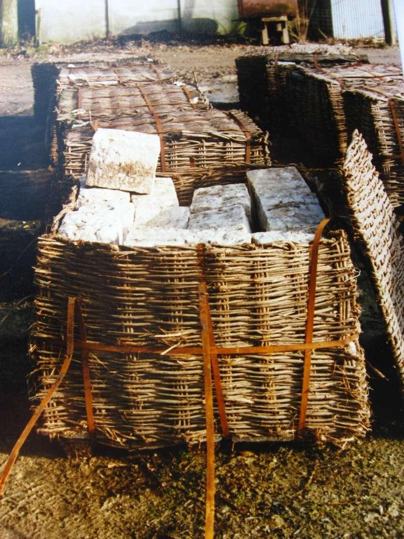 la confection manuelle de pavés pour revêtement interne de broyeurs 02211