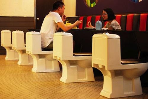 Vì sao đa phần toilet hiện nay vẫn được làm bằng sứ ? 62159510