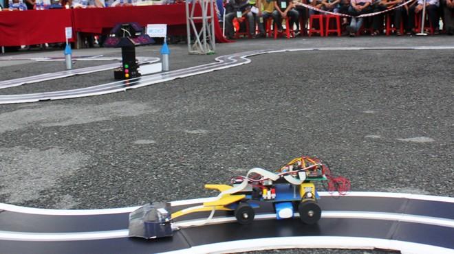 Đại học Việt - Đức giành giải nhất đua xe tự hành Duaxe10