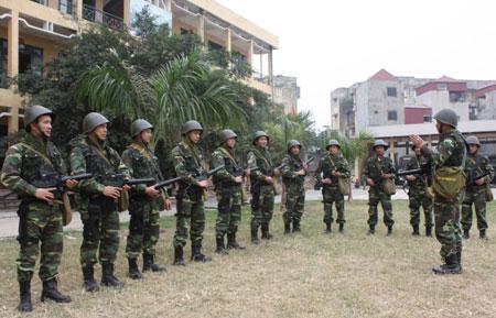 """Nhận diện súng """"lạ"""" của đặc công Việt Nam Images40"""