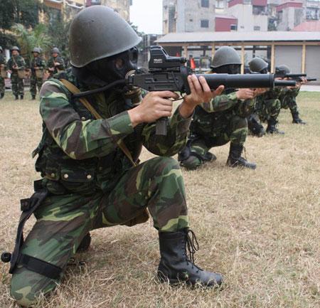 """Nhận diện súng """"lạ"""" của đặc công Việt Nam Images41"""