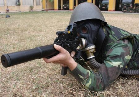 """Nhận diện súng """"lạ"""" của đặc công Việt Nam Images42"""