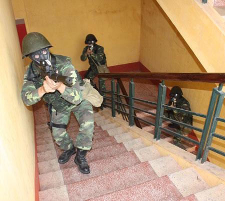 """Nhận diện súng """"lạ"""" của đặc công Việt Nam Images43"""