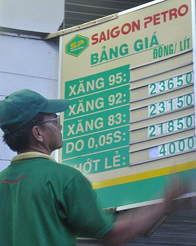 Giá xăng dầu cập nhật Saigon10