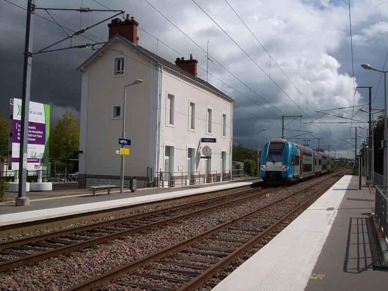 Les Gares de Nantes à Clisson - Ligne de Nantes-Saintes 1024px12