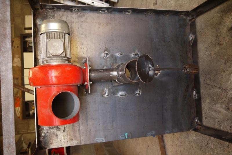 [Construction] Ma forge à charbon - Page 2 P1040545