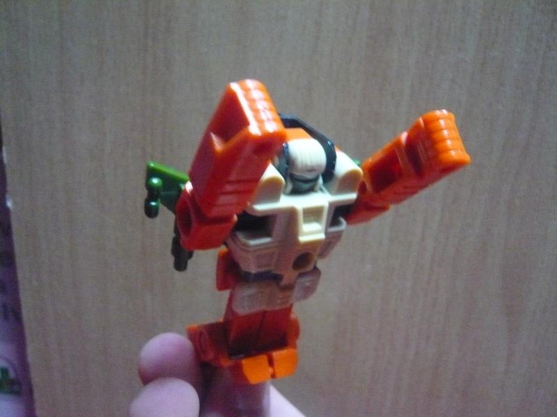 [Mini-Jeu] Qui est ce Transformers sur l'image ? - Page 4 P1030110
