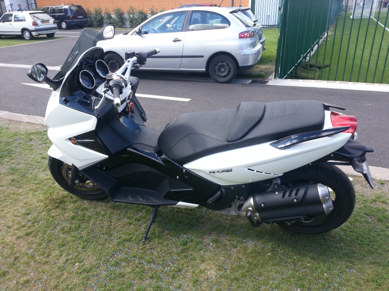Vend GP 800 BLANC 2010 8000KM Img_2010