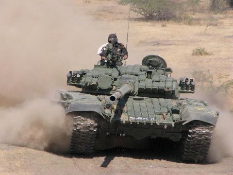 دبابة القتال الرشيقة T-72 40322210