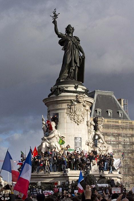 Ou va la France - Page 2 24975110