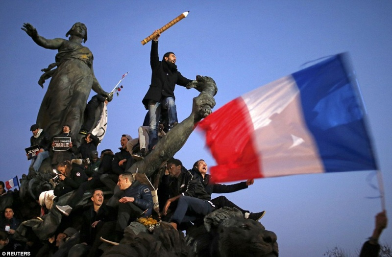 Ou va la France - Page 2 24998410