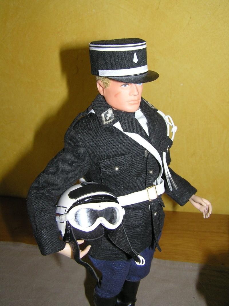 Attention Gendarmerie Nationale! Vos papiers s'il vous plait ! P1010027