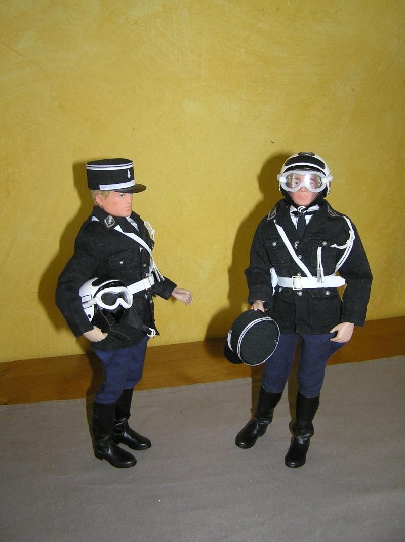 Attention Gendarmerie Nationale! Vos papiers s'il vous plait ! P1010028