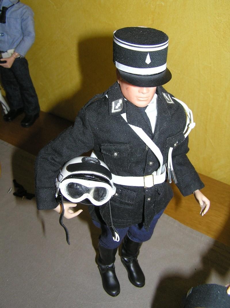 Attention Gendarmerie Nationale! Vos papiers s'il vous plait ! P1010033