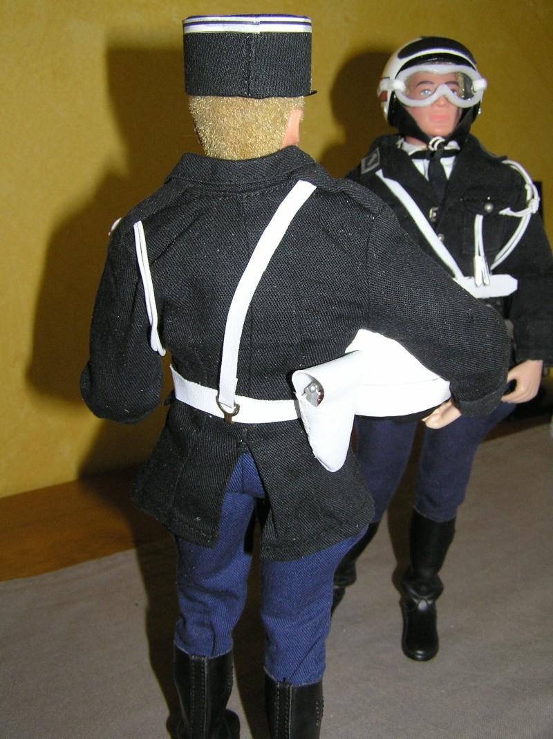 Attention Gendarmerie Nationale! Vos papiers s'il vous plait ! P1010034