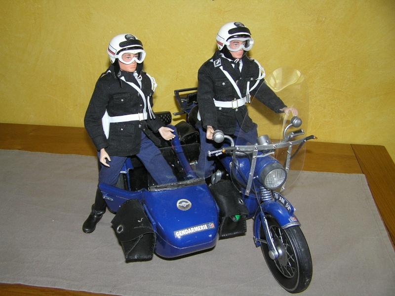 Attention Gendarmerie Nationale! Vos papiers s'il vous plait ! P1010036