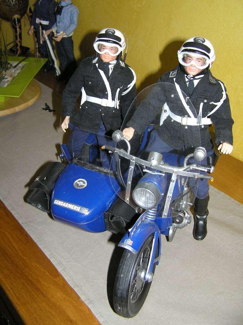 Attention Gendarmerie Nationale! Vos papiers s'il vous plait ! P1010037