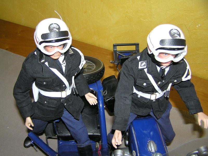 Attention Gendarmerie Nationale! Vos papiers s'il vous plait ! P1010040