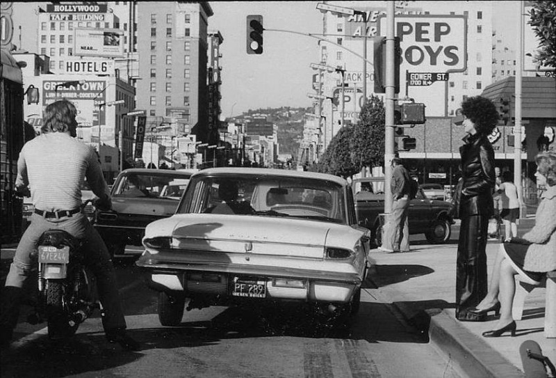 Rues fifties et sixties avec autos - 1950's & 1960's streets with cars - Page 4 10178111