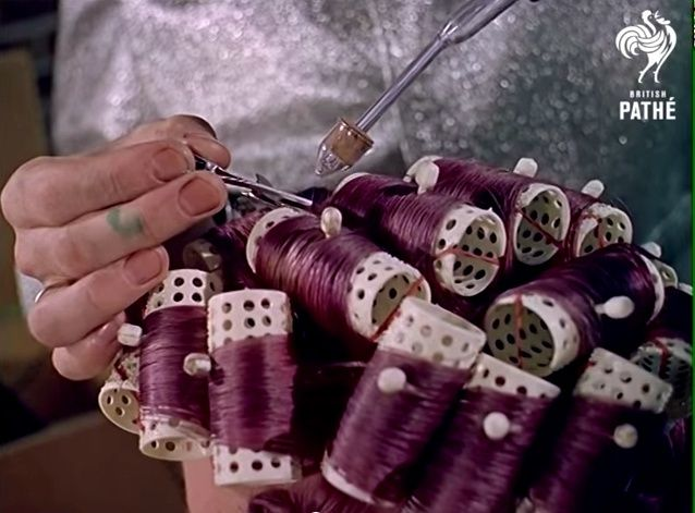 Space Age Hair Fashions (British Pate, 1960s) 10690010