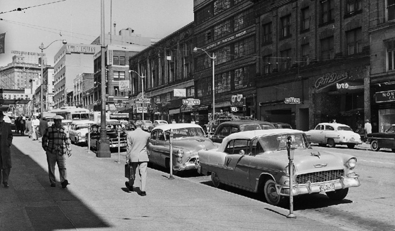 Rues fifties et sixties avec autos - 1950's & 1960's streets with cars - Page 3 10882211