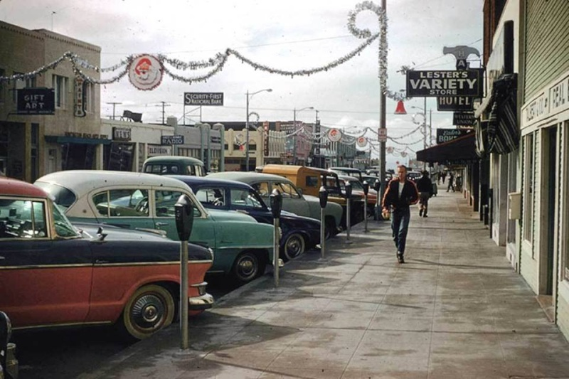 Rues fifties et sixties avec autos - 1950's & 1960's streets with cars - Page 4 15127212