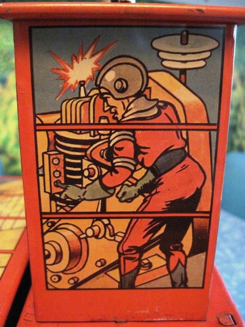 Jouets Spaciaux - Sci-Fi Toys Close_12