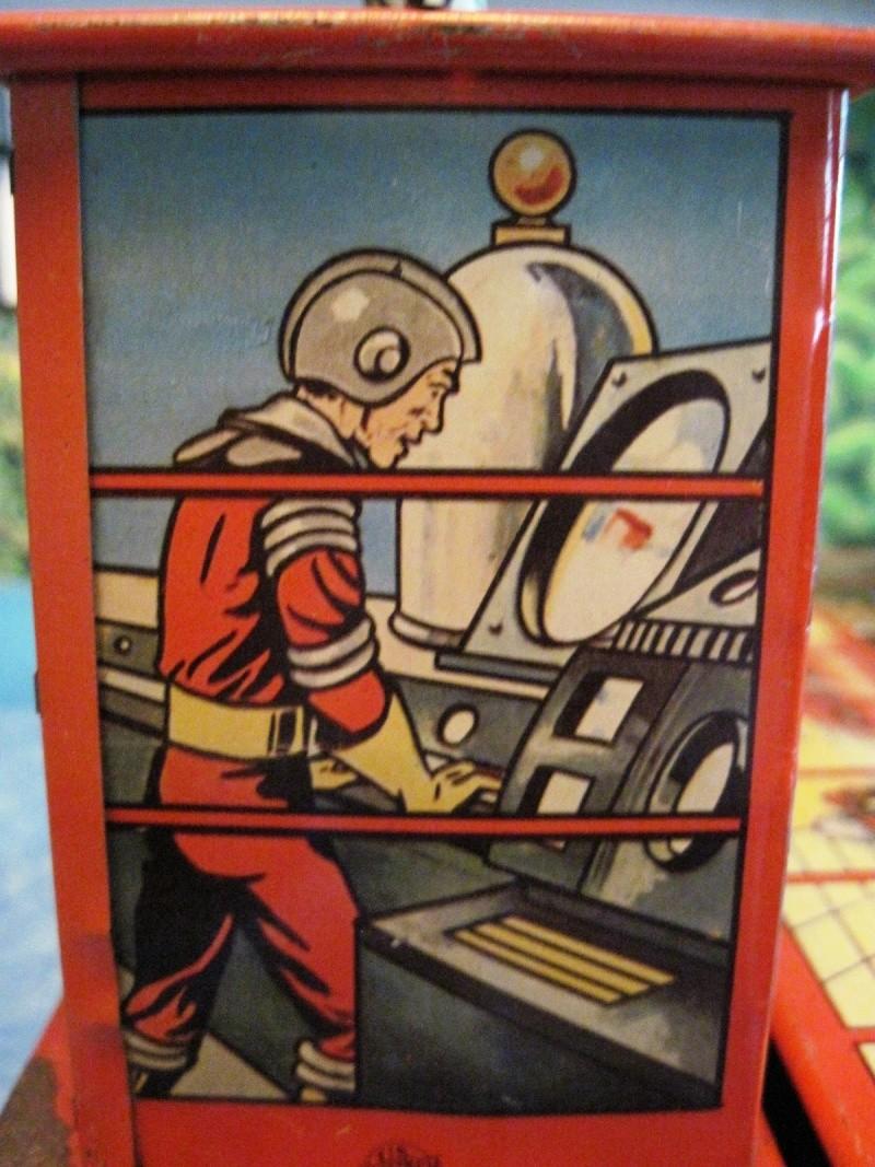 Jouets Spaciaux - Sci-Fi Toys Close_13