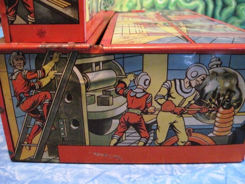 Jouets Spaciaux - Sci-Fi Toys Side_p12