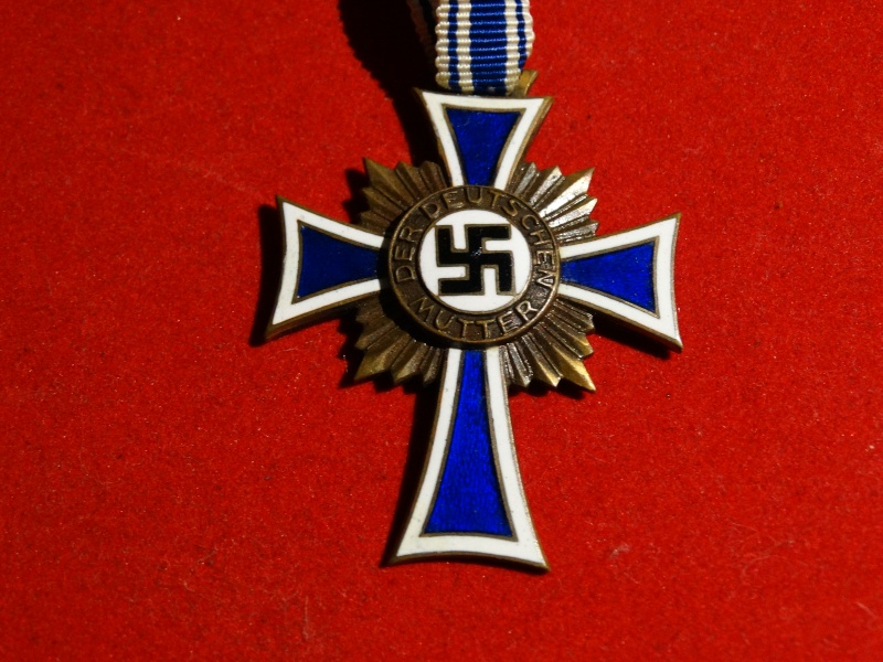 Collection Allemande WW2 / Décorations et Equipements Dsc00833