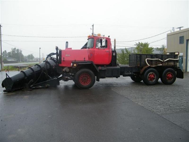 Mack RM 600 6X6 avec équipement a neige. -1488011