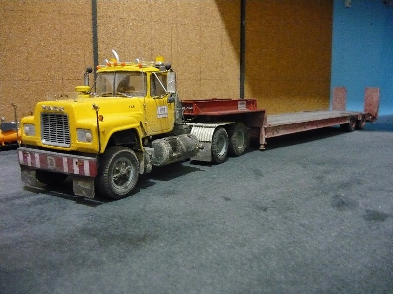 Ford  Aeromax avec fardier 35 tonnes - Page 4 P1130118