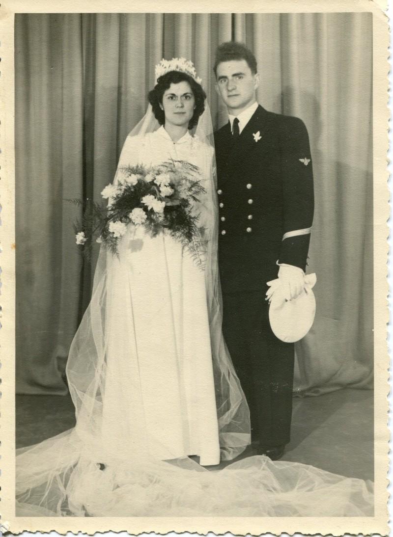 [Les traditions dans la Marine] Mariage en tenue - Page 3 1953_m10